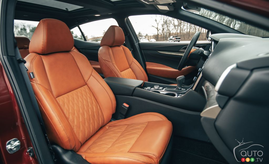 Nissan Maxima, première rangée de sièges