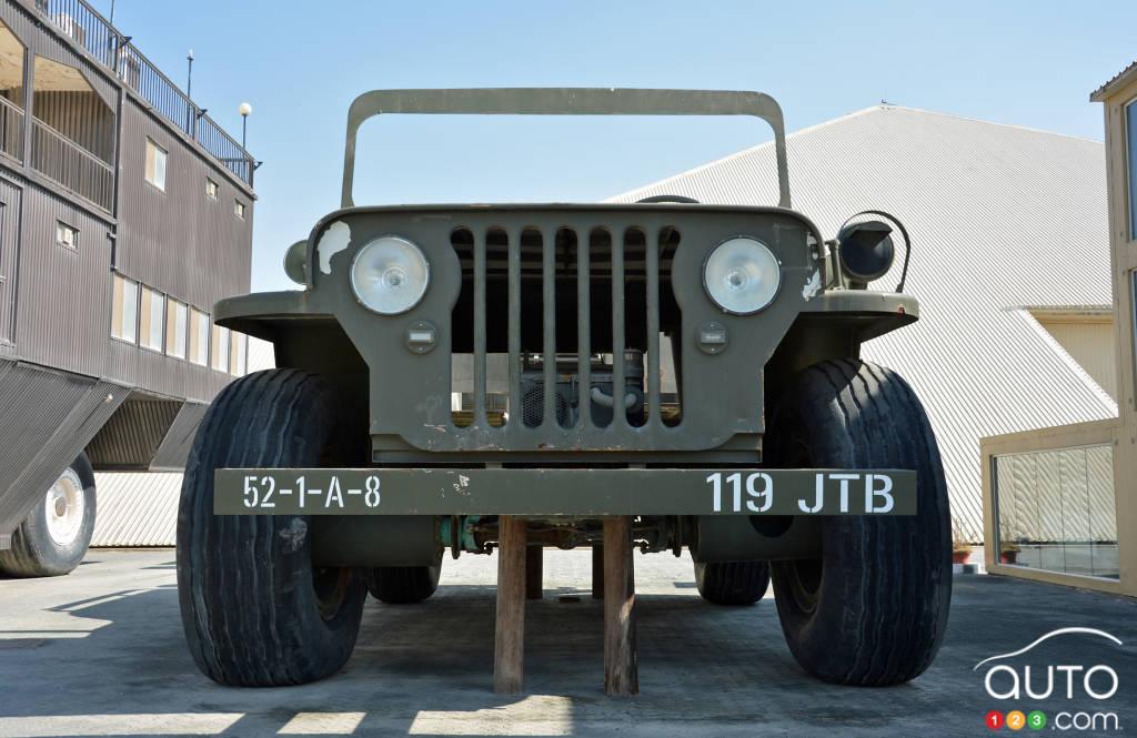 Le  Jeep Willys géant, avant