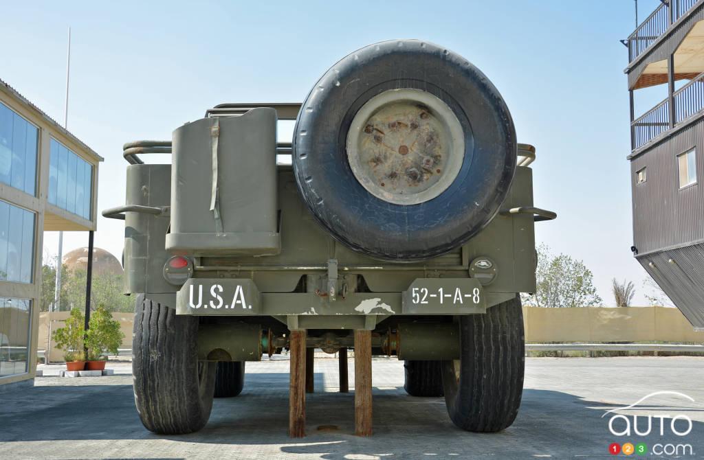 Le  Jeep Willys géant, arrière