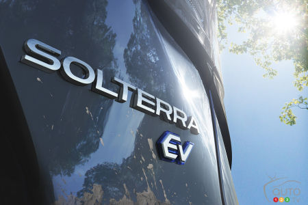 Subaru Solterra, badging