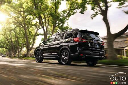2022 Subaru Ascent Onyx, three-quarters rear