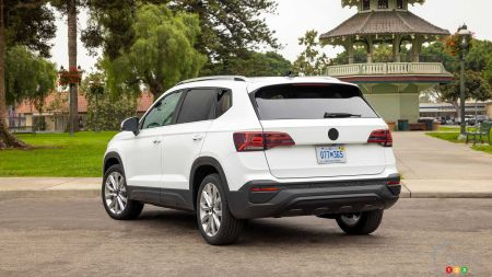 2022 Volkswagen Taos, three-quarters rear