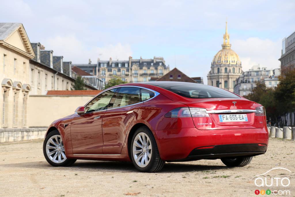 Tesla Model S, trois quarts arrière