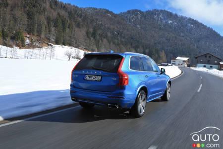 2020 Volvo XC90 T8 R-Design, three-quarters rear