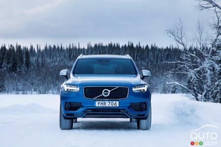 2020 Volvo XC90 T8 R-Design, front