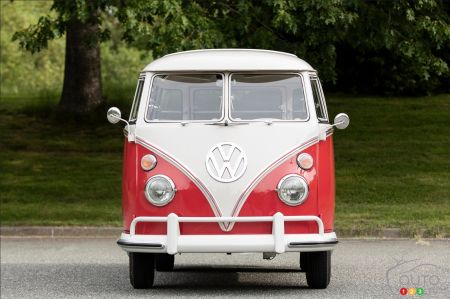 1962 Volkswagen Microbus at auction, front