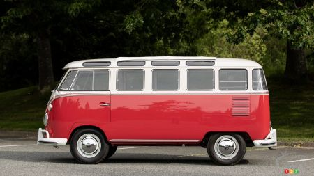 1962 Volkswagen Microbus at auction, profile