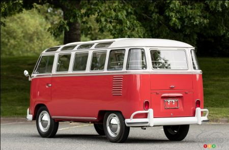 1962 Volkswagen Microbus at auction, three-quarters rear
