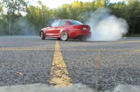 Video of the 2011 BMW 1M Coupe doing doughnuts