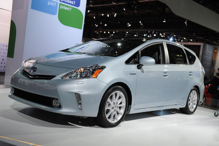 2012 Toyota Prius V video at the Detroit auto show