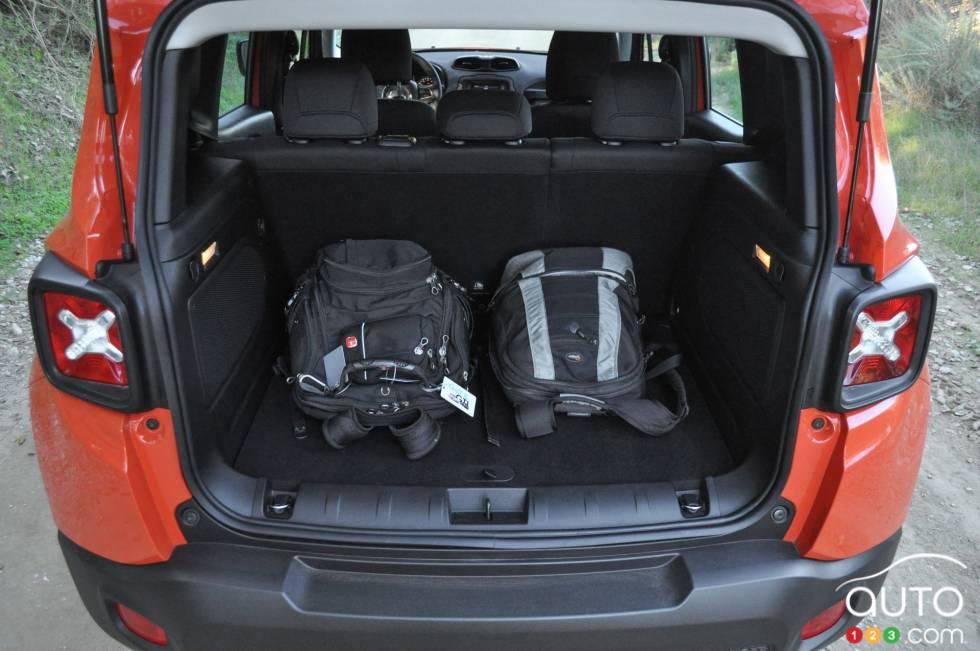 photos du jeep renegade 2015 photo 37 de 44 auto123. Black Bedroom Furniture Sets. Home Design Ideas