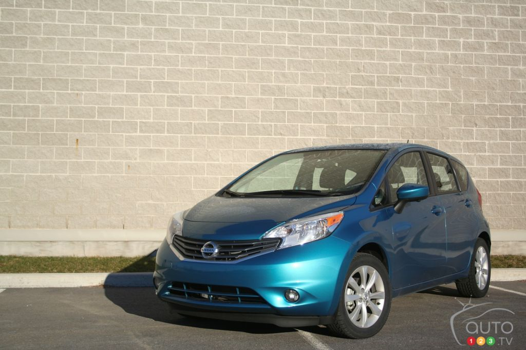 the 2016 nissan versa note sl is still noteworthy car reviews auto123. Black Bedroom Furniture Sets. Home Design Ideas