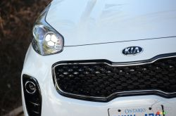 2017 Kia Sportage headlight