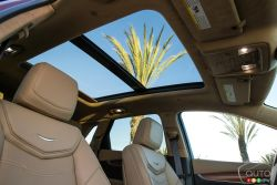 2017 Cadillac XT5 panoramic sunroof