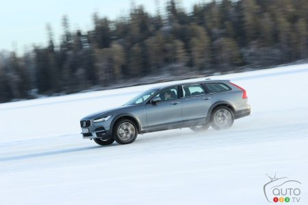 2017 Volvo V90 Cross Country pictures