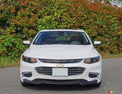 photos de la chevrolet malibu hybride 2016 auto123. Black Bedroom Furniture Sets. Home Design Ideas
