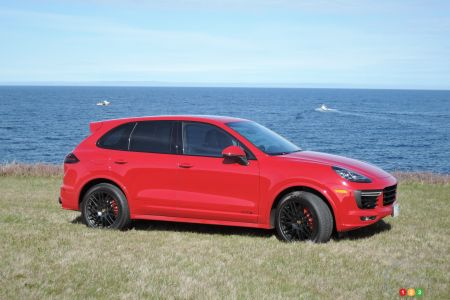 Porsche Macan and Cayenne pictures