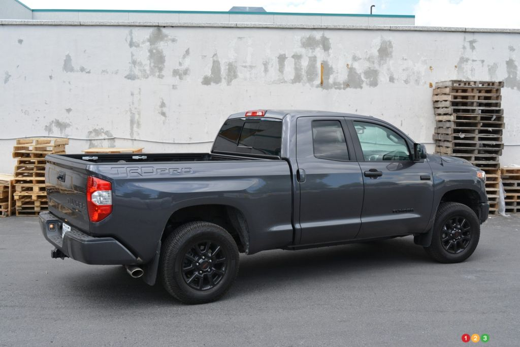 2016 toyota tundra trd pro is loud and proud off the road car news auto123. Black Bedroom Furniture Sets. Home Design Ideas