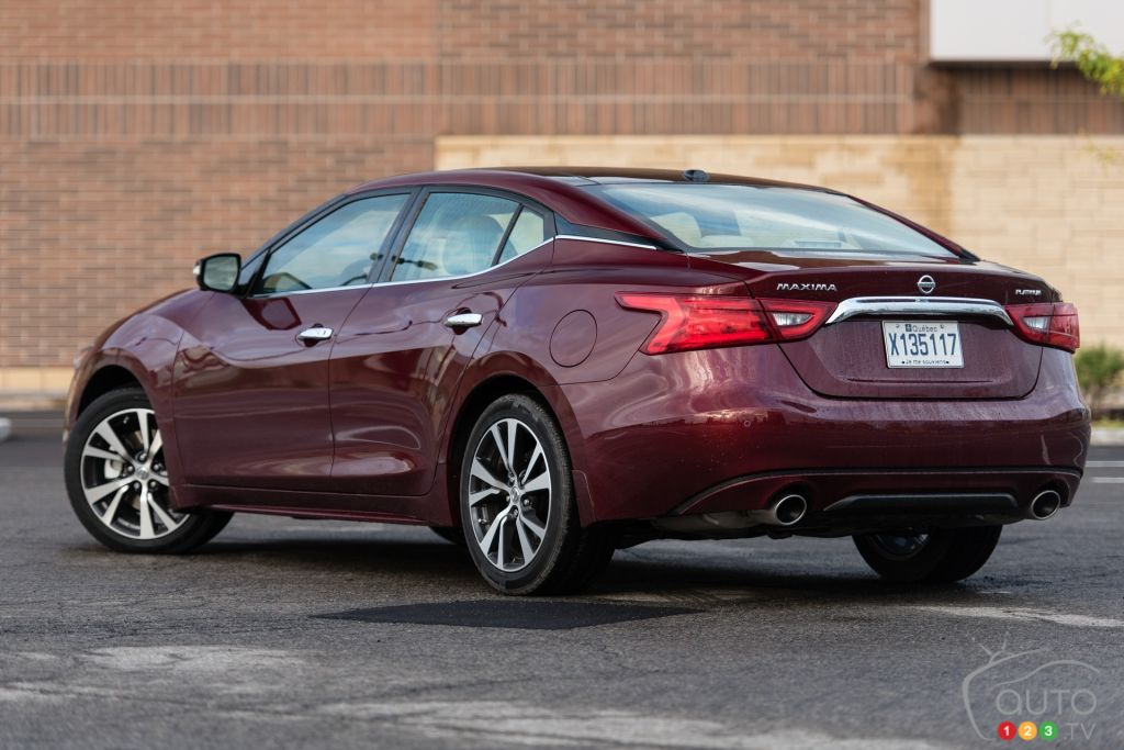 the 2016 nissan maxima platinum lives in the shadow car reviews auto123. Black Bedroom Furniture Sets. Home Design Ideas