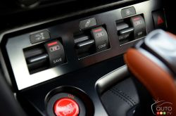 2017 Nissan GT-R driving mode controls