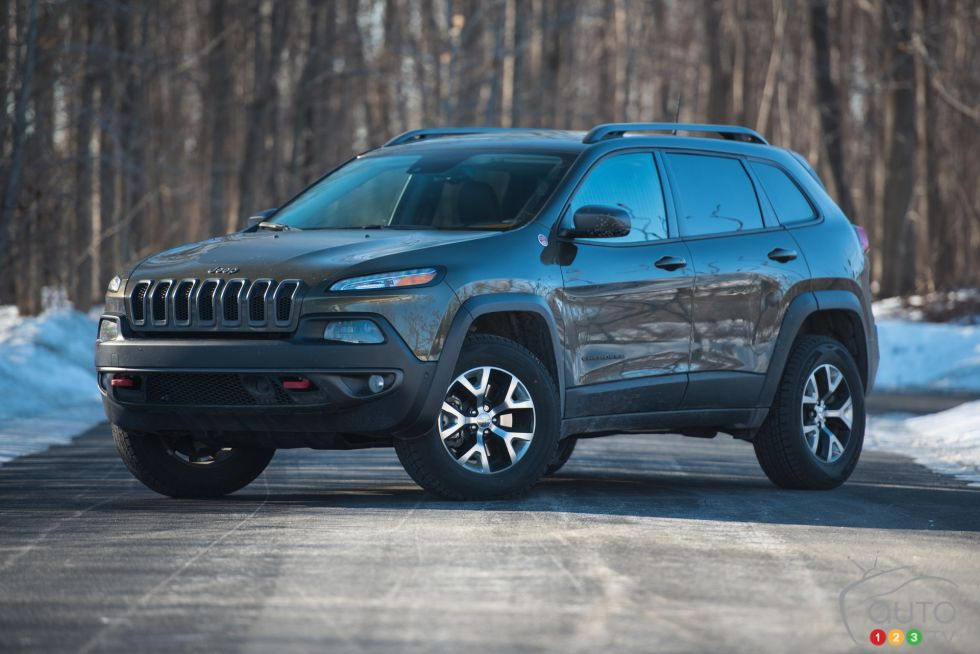 2016 jeep cherokee trailhawk pictures auto123. Black Bedroom Furniture Sets. Home Design Ideas