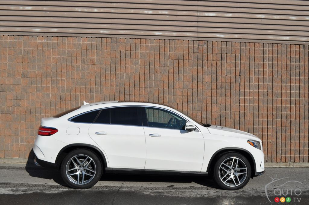 2016 mercedes gle coupe boldly takes on the x6 car news. Black Bedroom Furniture Sets. Home Design Ideas
