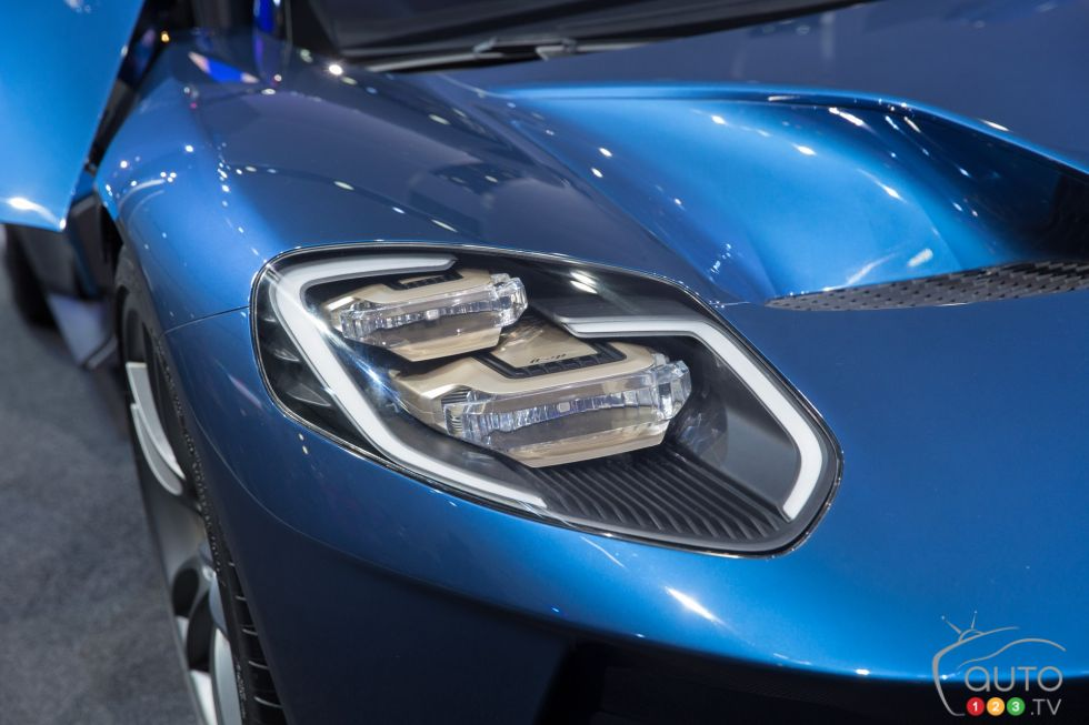 Ford Gt Pictures From The  Detroit Auto Show Headlights Details