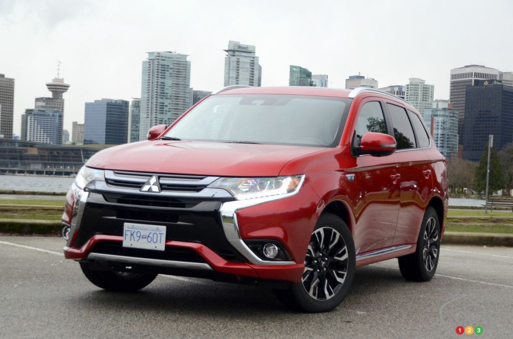 2018 mitsubishi outlander phev review and pricing car reviews auto123. Black Bedroom Furniture Sets. Home Design Ideas