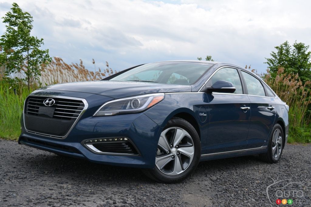 2016 hyundai sonata plug in hybrid is a bad purchase car news auto123. Black Bedroom Furniture Sets. Home Design Ideas