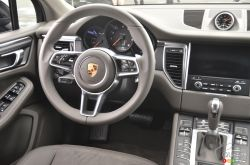 2017 Porsche Macan steering wheel