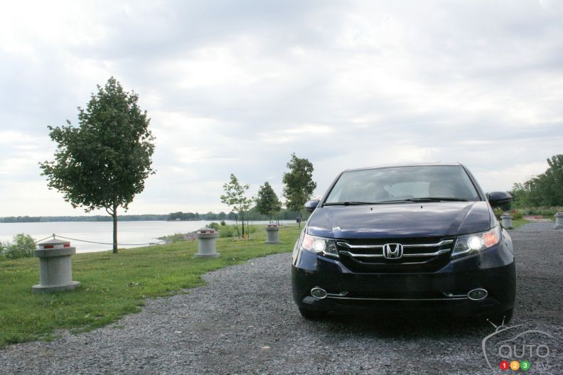 2016 honda odyssey touring pictures auto123. Black Bedroom Furniture Sets. Home Design Ideas