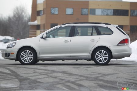 2011 Volkswagen Golf Wagon TDI Pictures