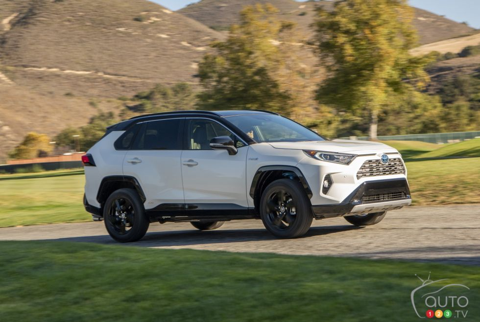 2019 Toyota Hybrid Rav4 Photos Photo 63 Of 116 Auto123