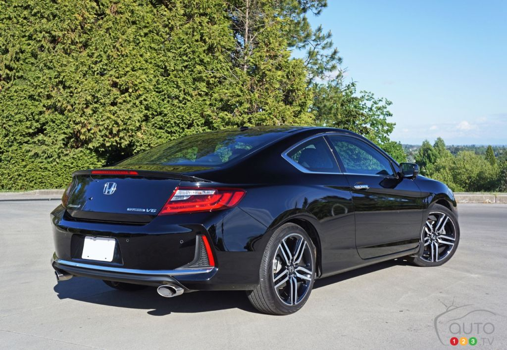 2016 honda accord coupe touring v6 is a living legend car reviews auto123. Black Bedroom Furniture Sets. Home Design Ideas
