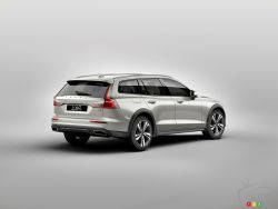 The new 2019 Volvo V60 Cross Country