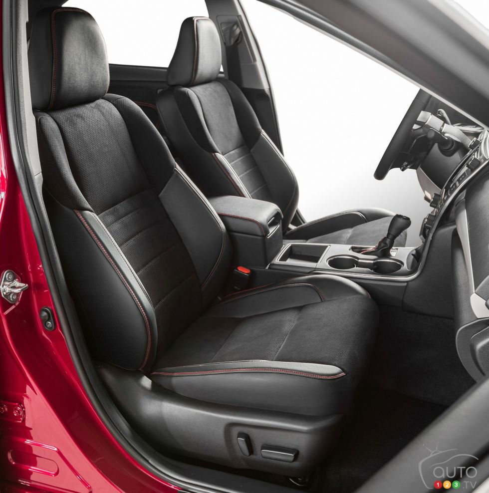 2015 Toyota Camry Pictures Photo 33 Of 43 Auto123
