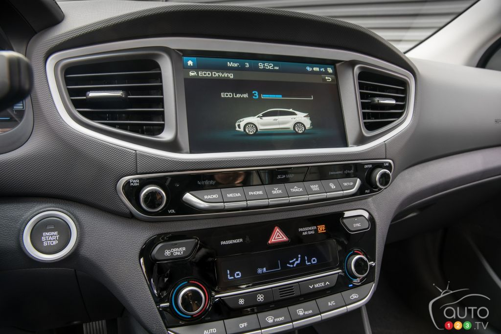 guide de la voiture lectrique et hybride 2018 actualit s automobile auto123. Black Bedroom Furniture Sets. Home Design Ideas