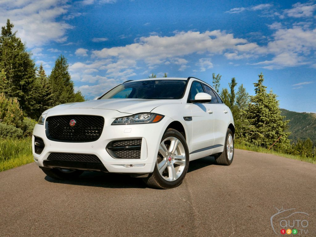 2017 jaguar f pace pulling off rare suv feat car reviews auto123. Black Bedroom Furniture Sets. Home Design Ideas
