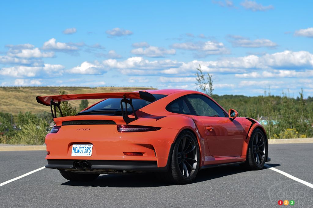 2016 porsche 911 gt3 rs and the science of excess car reviews auto123. Black Bedroom Furniture Sets. Home Design Ideas