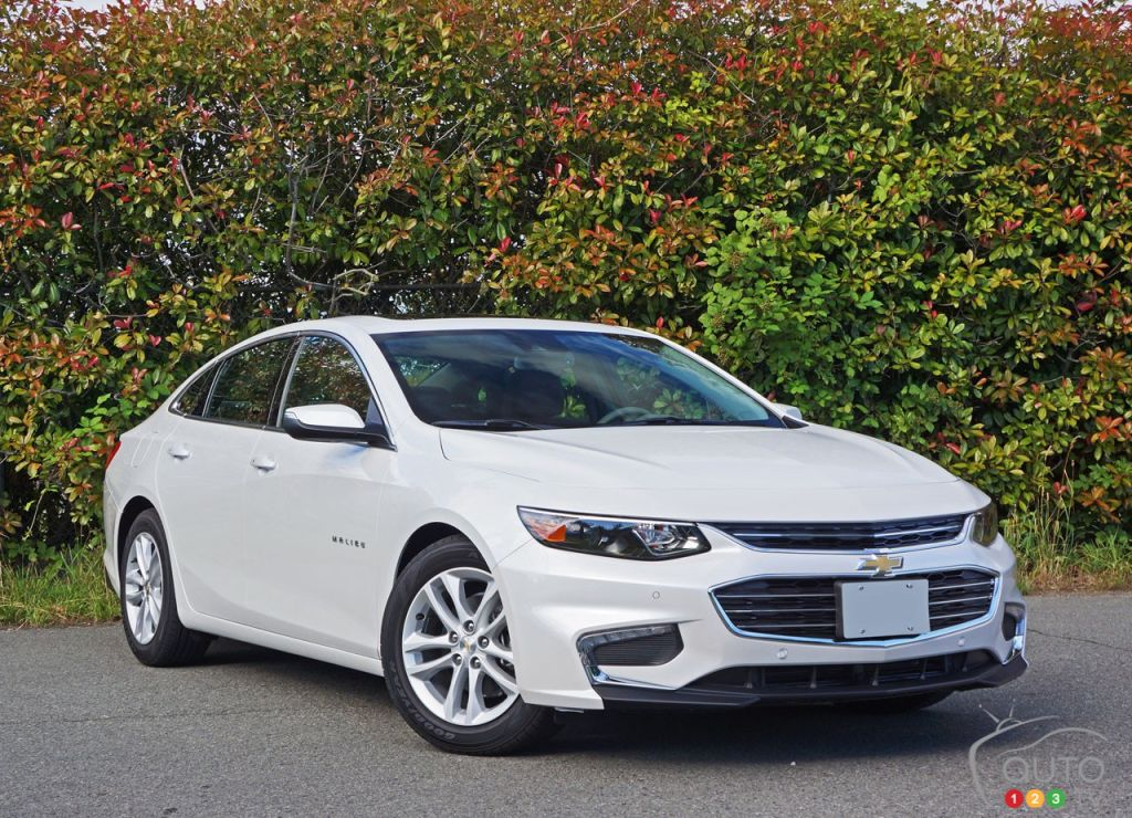 2016 chevy malibu hybrid and class leading economy car news auto123. Black Bedroom Furniture Sets. Home Design Ideas