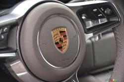 2017 Porsche Macan steering wheel detail