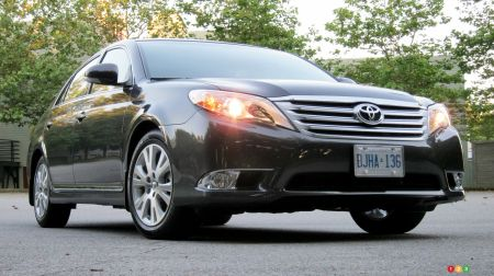 2011 Toyota Avalon XLS pictures