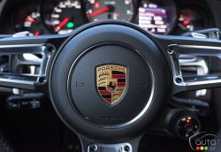 2017 Porsche 911 Carrera 4s steering wheel detail
