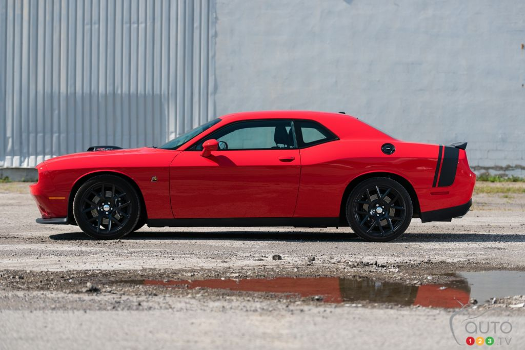 2015 dodge challenger r t scat pack shaker review car. Black Bedroom Furniture Sets. Home Design Ideas