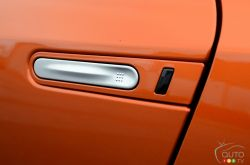 2017 Nissan GT-R keyless door handle