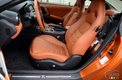 2017 Nissan GT-R front seats