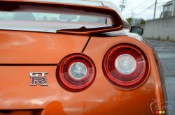 2017 Nissan GT-R tail light