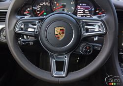 2017 Porsche 911 Carrera 4s steering wheel