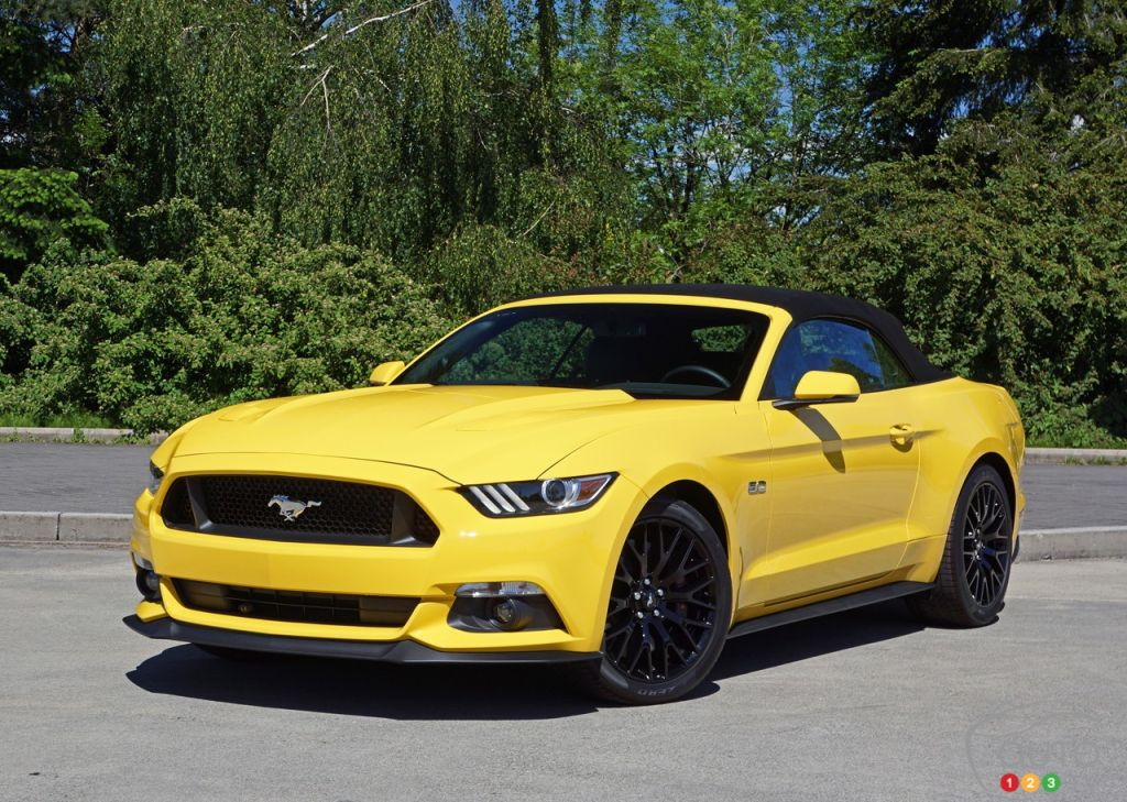 the 2016 ford mustang gt convertible makes life beautiful car reviews auto123. Black Bedroom Furniture Sets. Home Design Ideas