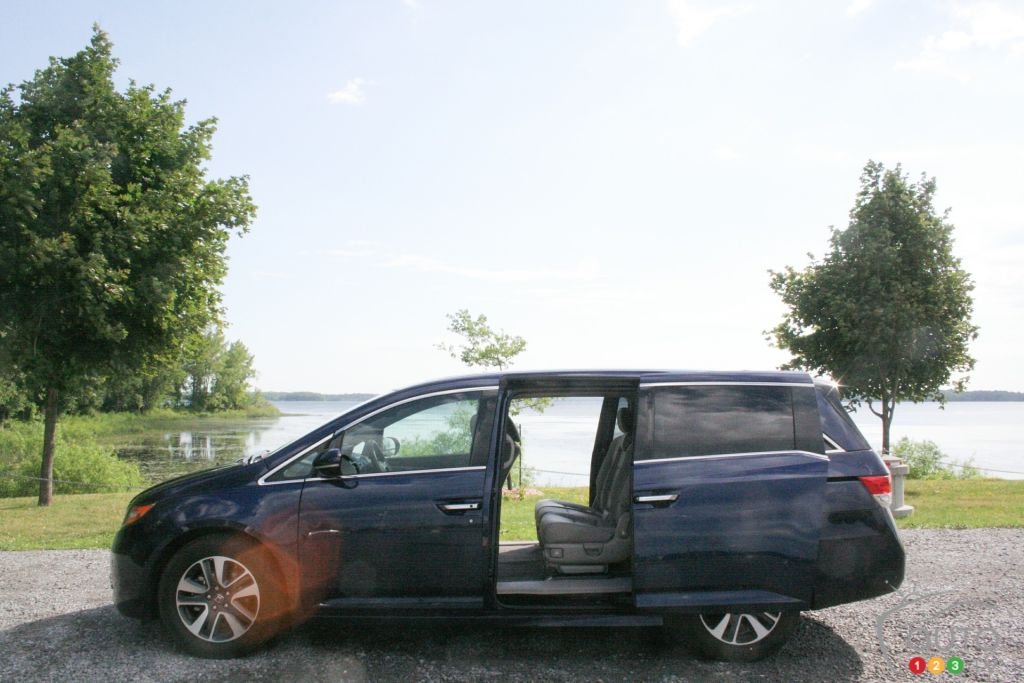 2016 honda odyssey touring likely is the best minivan car news auto123. Black Bedroom Furniture Sets. Home Design Ideas